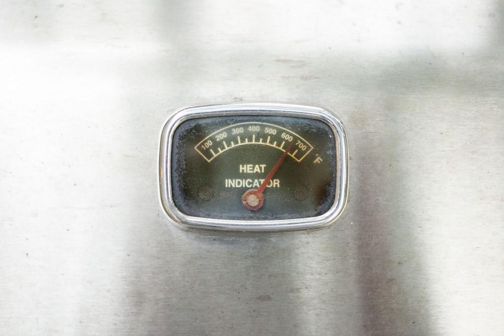 burgers_gas_grill_02_preheat_grill