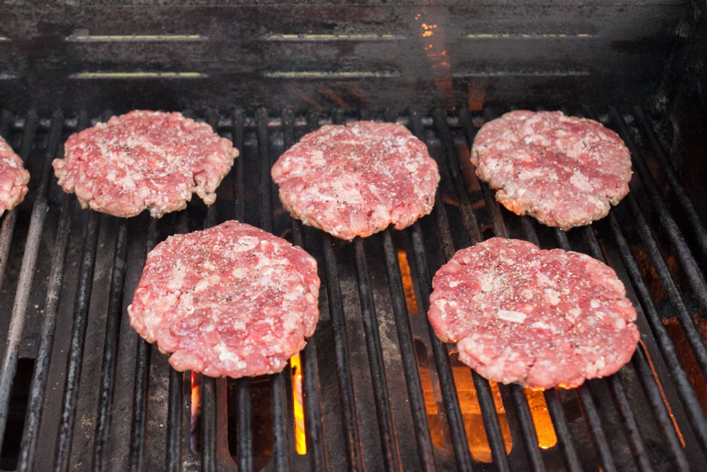 burgers_gas_grill_03_grill_one_side