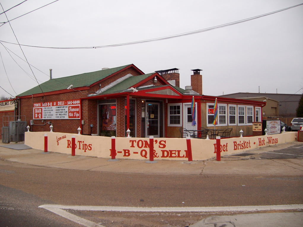 Tom's BBQ in Memphis, TN, where Halal beef ribs are cooked completely separately from pork. [Photo: State Of Q]